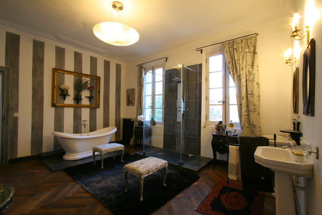 Rayures dans la salle de bains