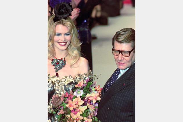 Claudia Schiffer et Yves Saint Laurent le 17mars 1996