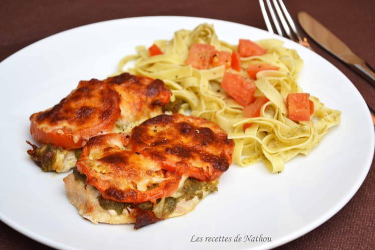 Escalopes de poulet gratinées au pesto, tomates et mozzarella