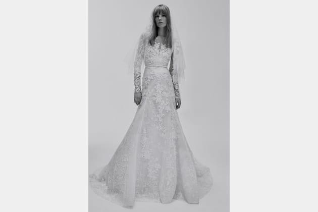 Une robe de mariée ceintrée
