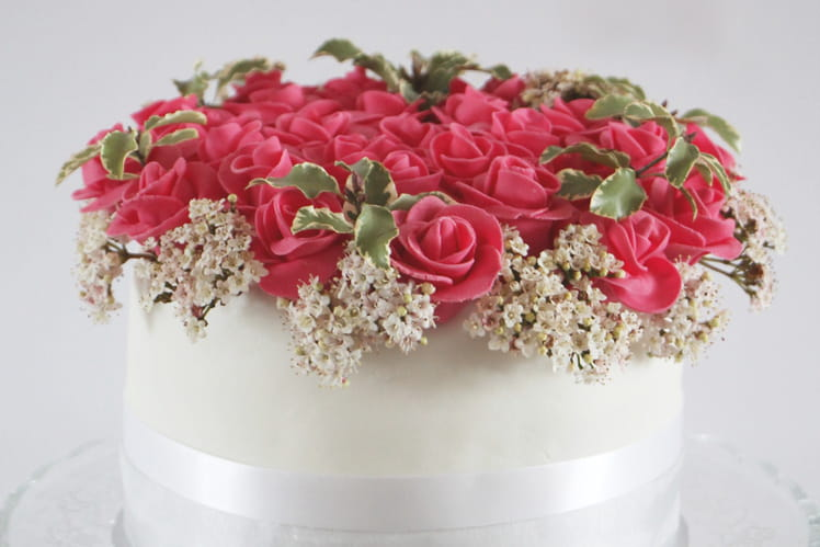 Layer Cake Bouquet de Roses aux fruits rouges et fraises