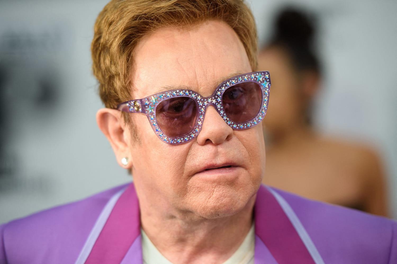 """Elton John, """"blessé"""" et bientôt """"opéré"""", reporte sa tournée"""