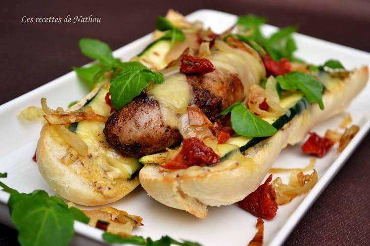 Hot-dog au comté, courgette grillée, tomates séchées et oignons confits