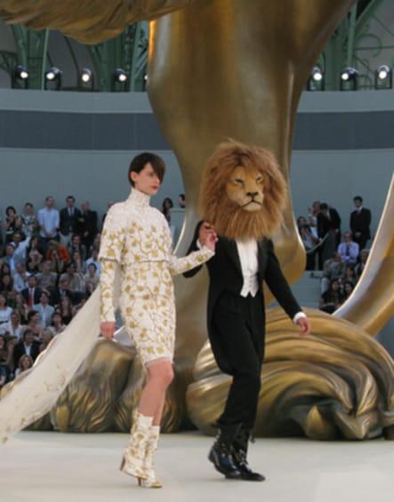 Le masque de lion du défilé Chanel haute couture automne-hiver 2010-2011