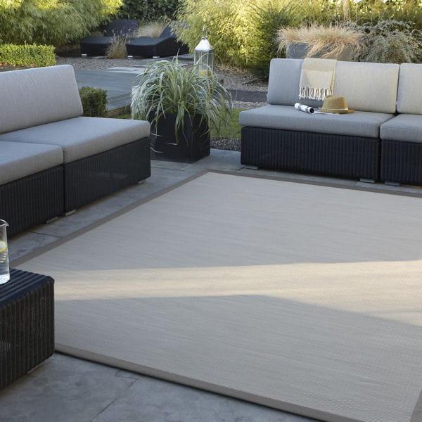 un tapis r sistant et moderne. Black Bedroom Furniture Sets. Home Design Ideas