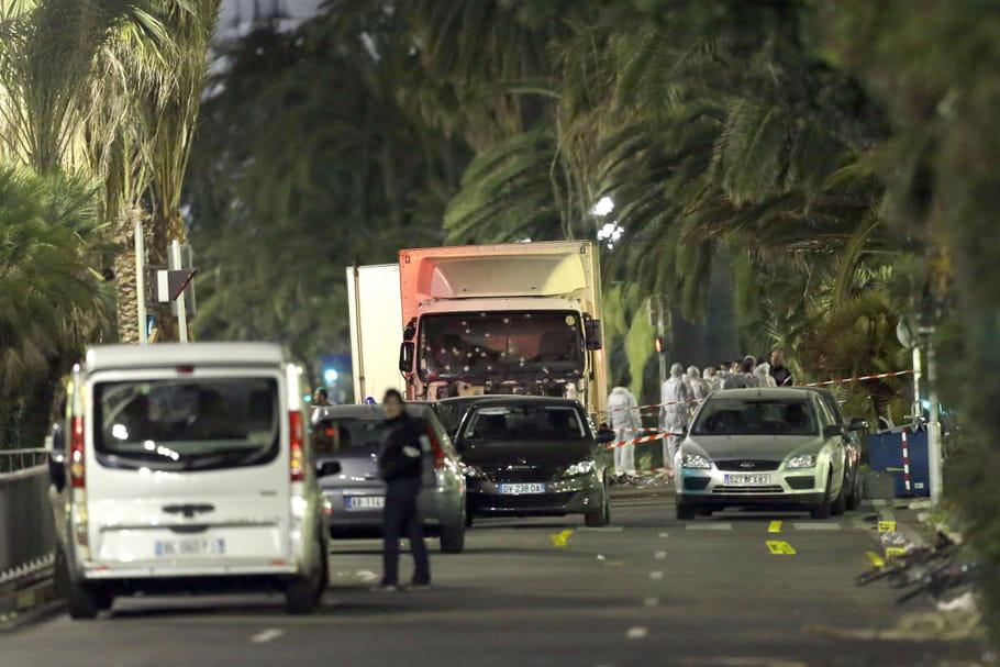 Attentat à Nice : la France entre état d'urgence et deuil national