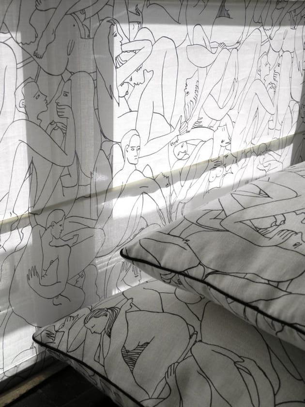 voile de coton et coussins. Black Bedroom Furniture Sets. Home Design Ideas