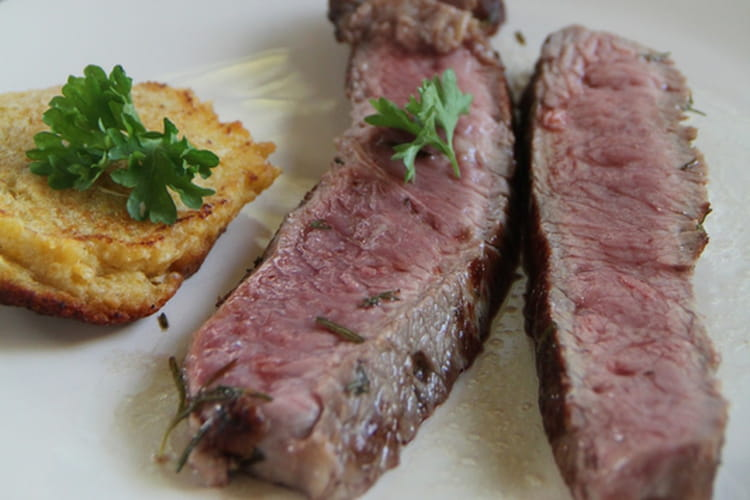 Côte de bœuf grillée à la plancha et ses galettes de maïs