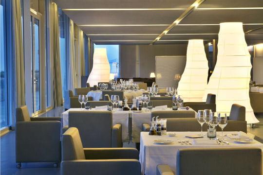 L'Ipsylon, bar et restaurant gourmet à la fois