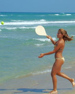 avec ou sans filet, pratiquez le tennis de plage