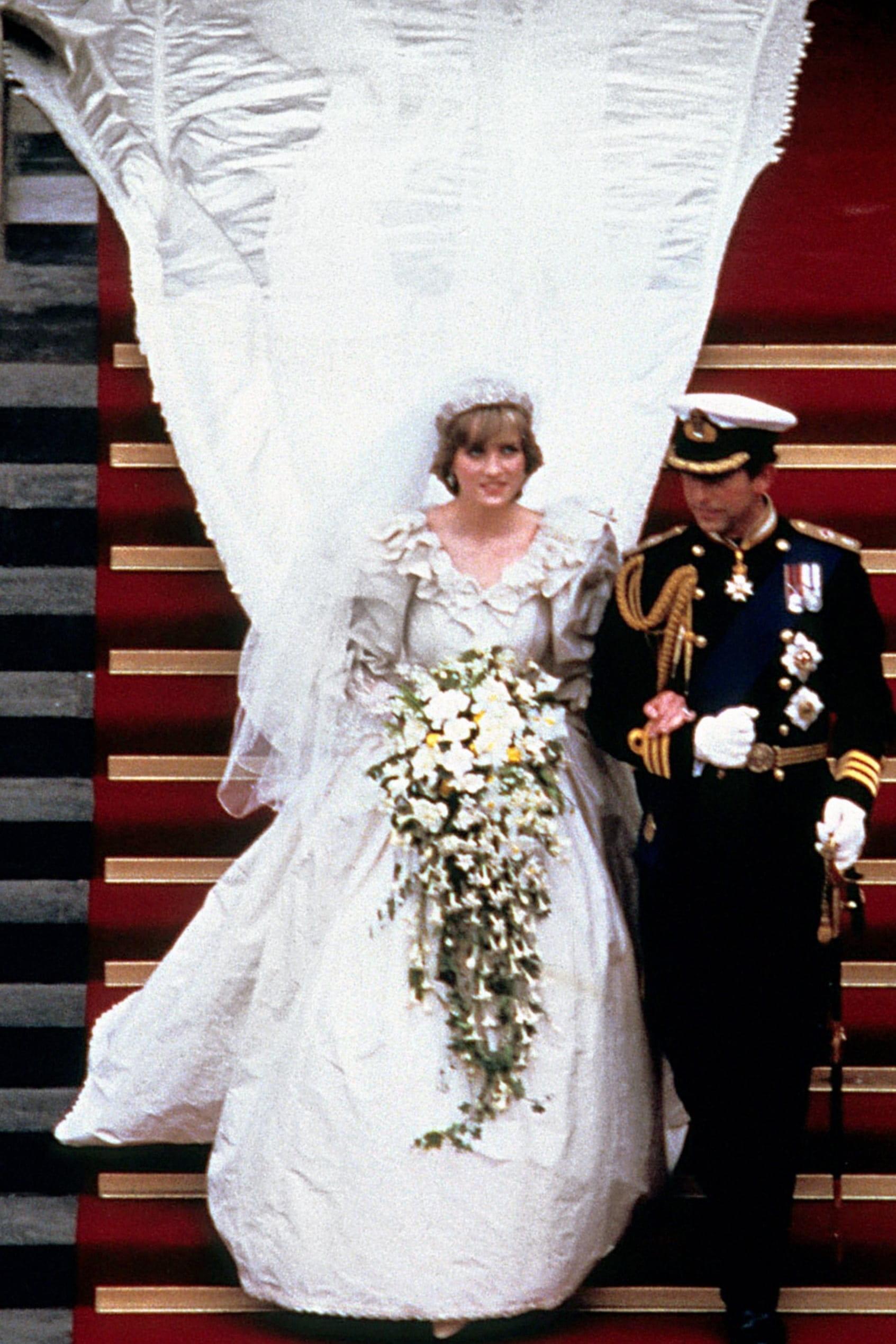 robe de mariée princesse col dentelle Princesse Diana
