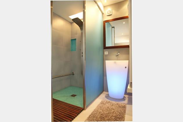 Un lavabo lumineux