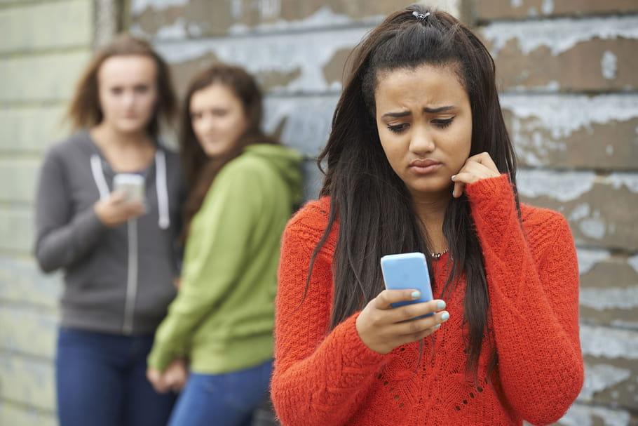 Cybersexisme: quand les violences à l'école se poursuivent sur la toile
