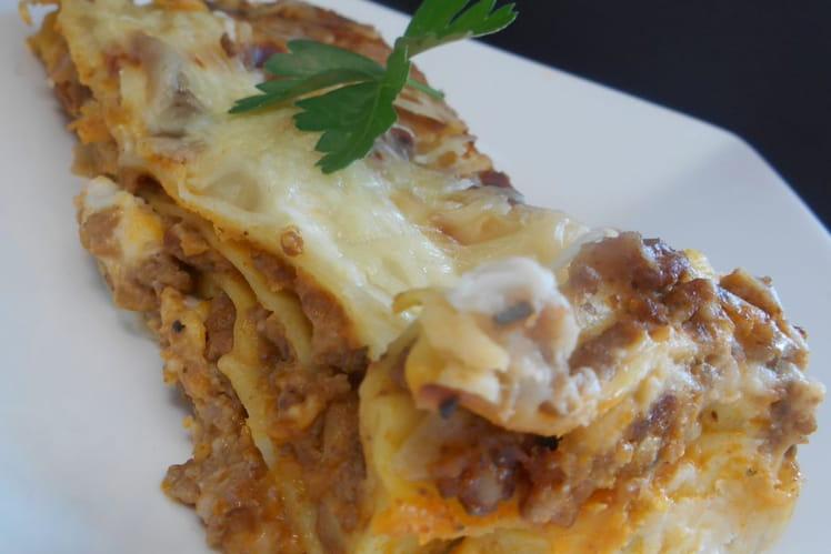 Lasagnes à la bolognaise parfumées à l'ail