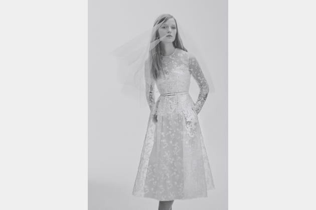 Une robe de mariée mi-longue