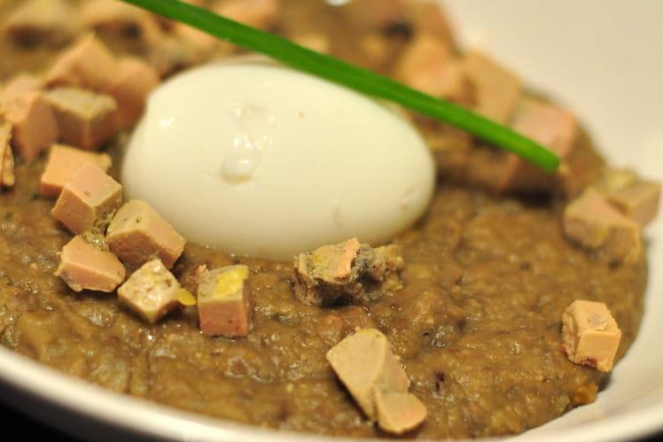 Crème de lentilles au foie gras et oeuf mollet