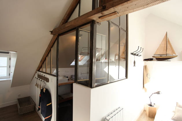 une verri re fa on atelier. Black Bedroom Furniture Sets. Home Design Ideas