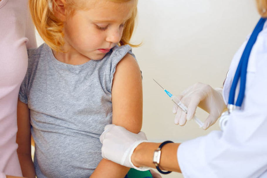 Pénurie de vaccins BCG et DTP : comment vacciner les enfants, en attendant ?