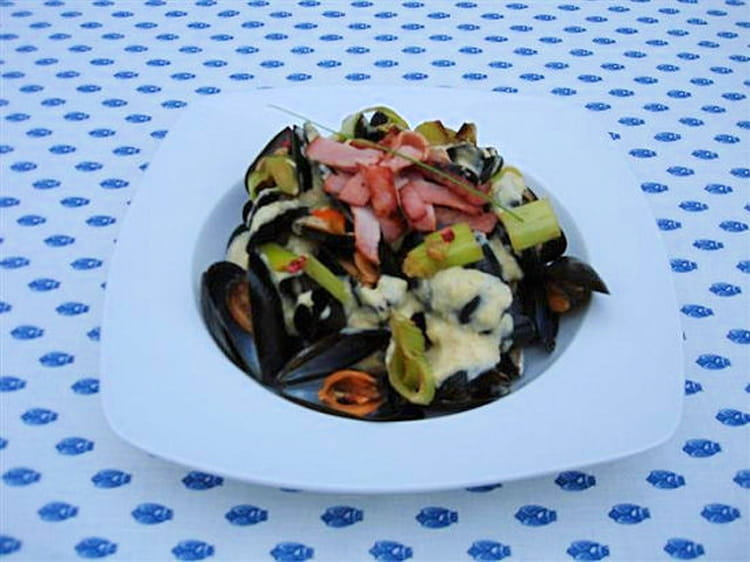 recette de moules de bouchot la cr me de poireaux et baies roses minc de bacon croustillant. Black Bedroom Furniture Sets. Home Design Ideas