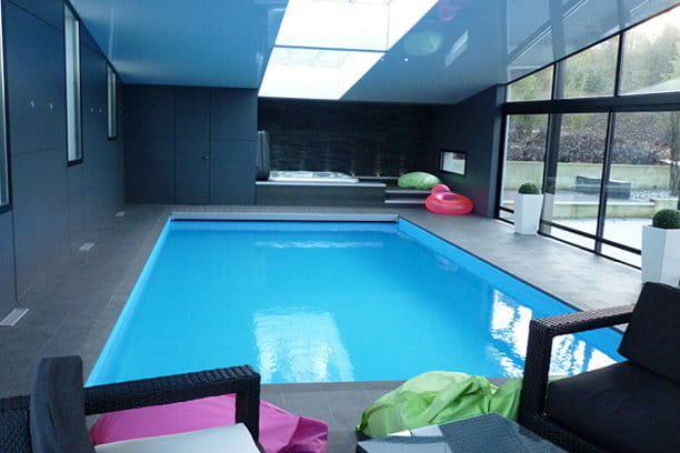 piscine int rieure troph e d 39 or. Black Bedroom Furniture Sets. Home Design Ideas