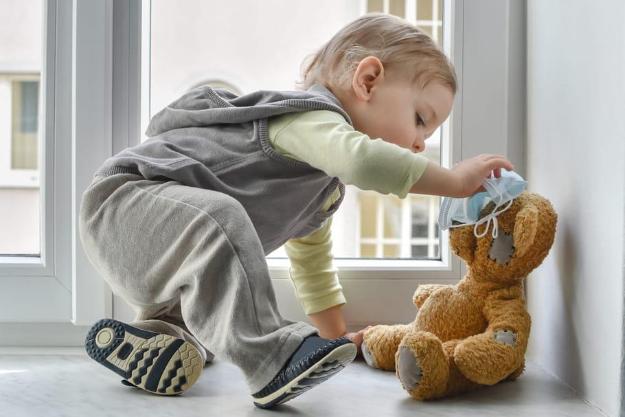 Port du masque avec bébé: sociabilité, retard du langage