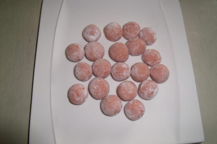 Boules roses aux biscuits de Reims