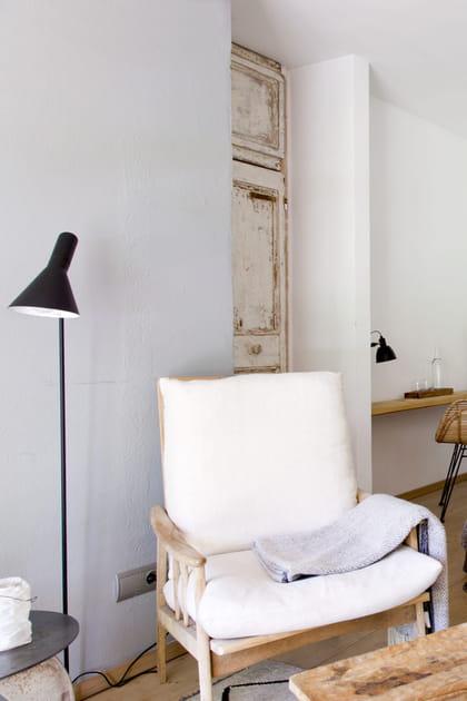 Un lampadaire AJ d'Arne Jacobsen pour Louis Poulsen