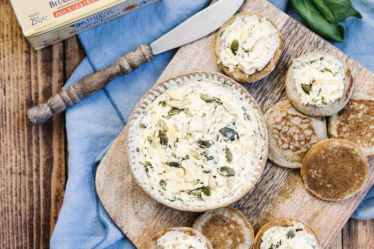 Beurre aromatisé, mélange de graines sur ses blinis au sarrasin