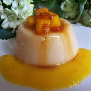 blanc-manger coco au coulis de mangues et son caramel