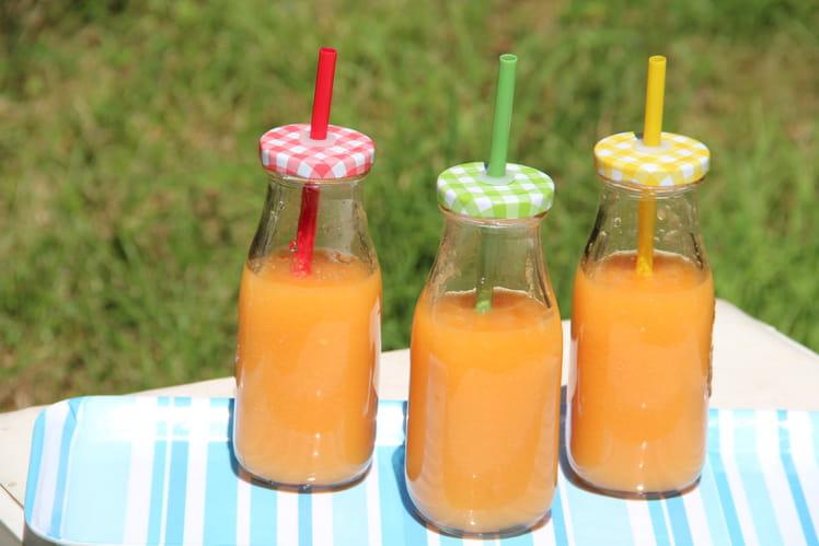 Jus de melon aux pêches, pommes, miel et gingembre