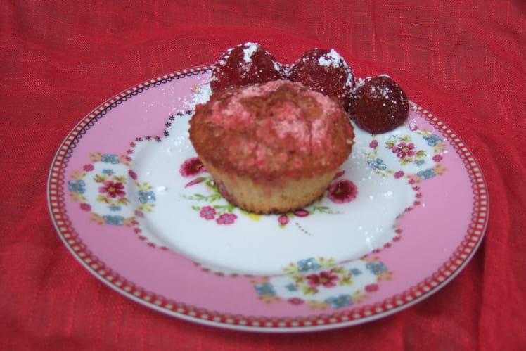 Muffins fraises, framboises et pralines roses