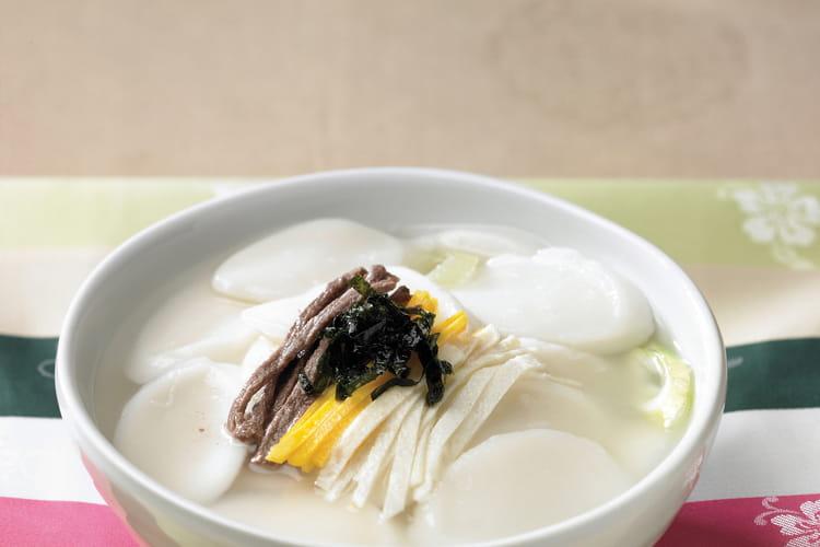Tteokguk, soupe coréenne au boeuf et au riz