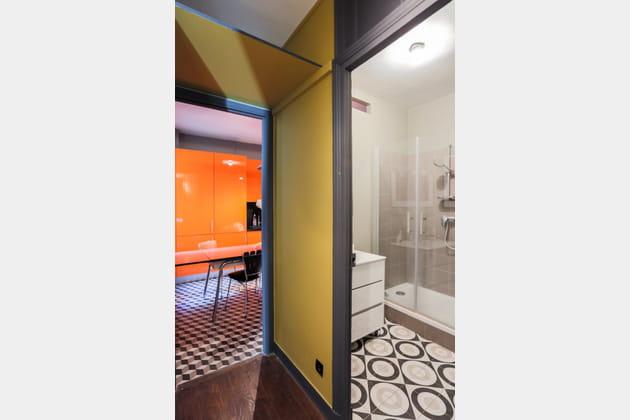 Une salle de bains lumineuse