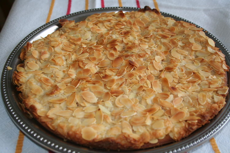 Gâteau craquant au glaçage d'amandes