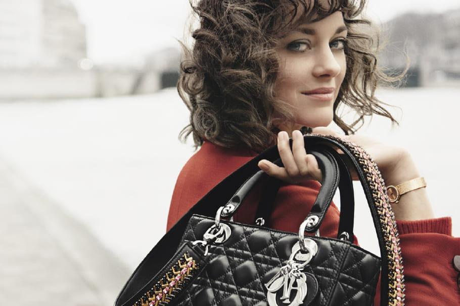 Marion Cotillard continue de jouer la Lady Dior
