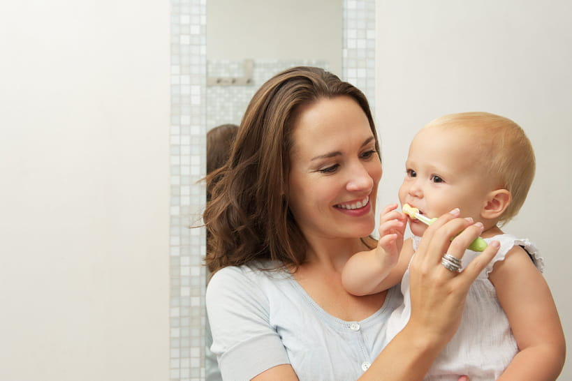 Dents de bébé: on démêle le vrai du faux