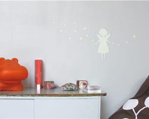 sticker 'fée ma veilleuse' de l'atelier des pieds des ailes chez mes murs à moi