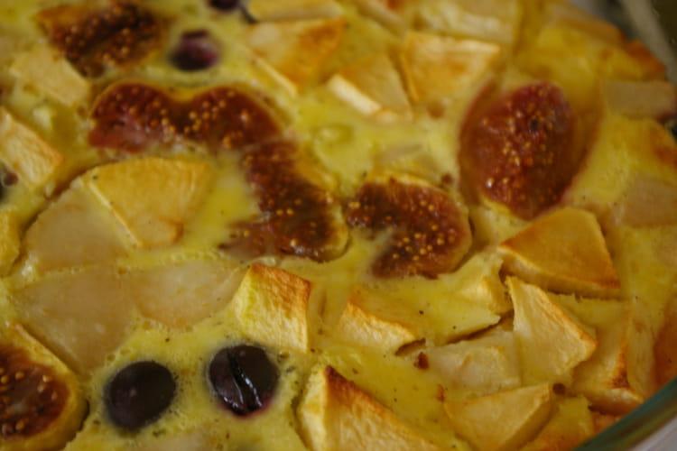 Clafoutis riche en fruits de saison