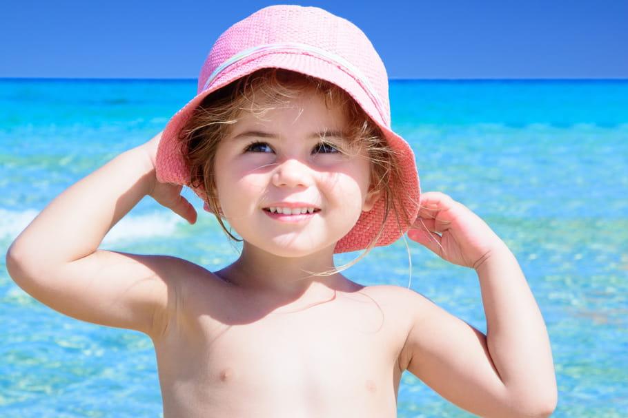 Canicule : les bons gestes à adopter avec un enfant