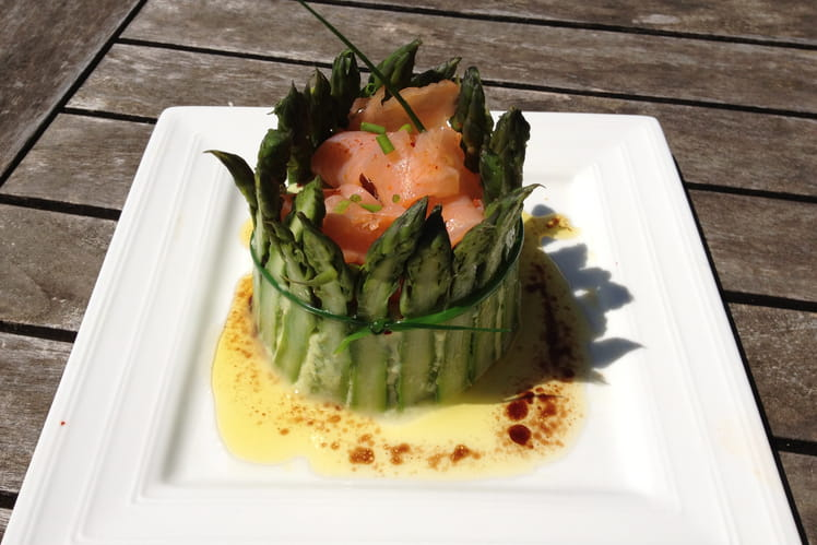 Charlotte d'asperges vertes au saumon fumé
