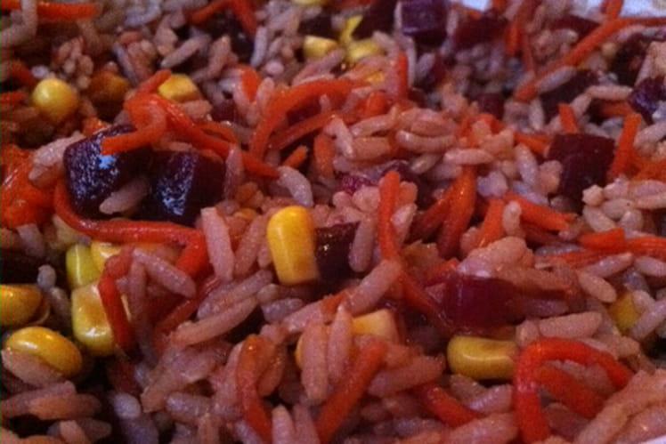 Salade de riz aux betteraves, carottes et maïs