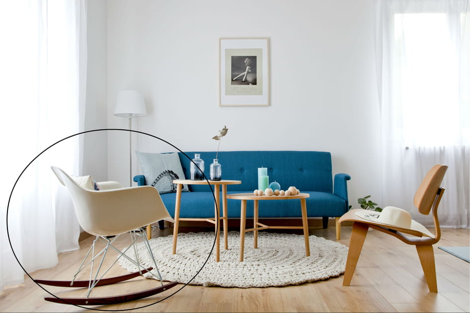 Un fauteuil à bascule RAR d'Eames