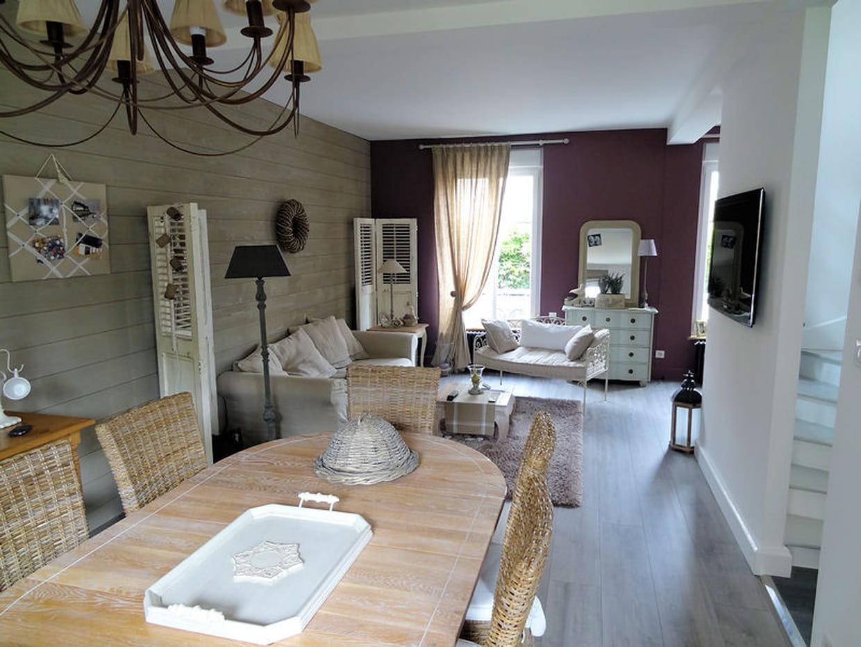 visitez la maison de nadine. Black Bedroom Furniture Sets. Home Design Ideas