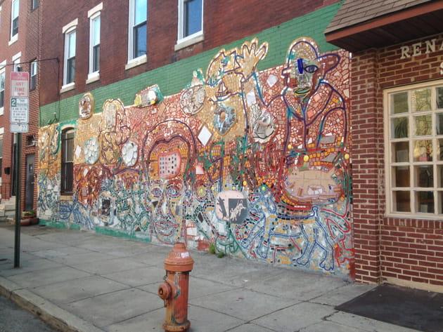 South Street en partie décoré par l'artiste mosaïste Isaiah Zagar