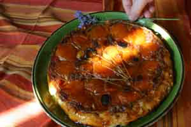 Tatin d'abricots, caramel à la lavande