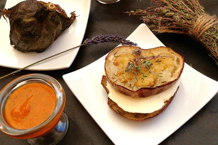 Canapés d'aubergines à la brousse & sauce poivrons