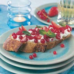 tartine aux fruits rouges et menthe