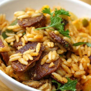 salade de pâtes au chorizo, poivrons et champignons grillés au four