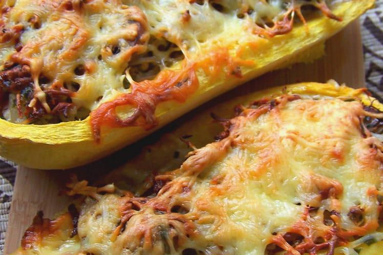 Courge spaghetti, farcie aux lardons, champignons et pousses de soja