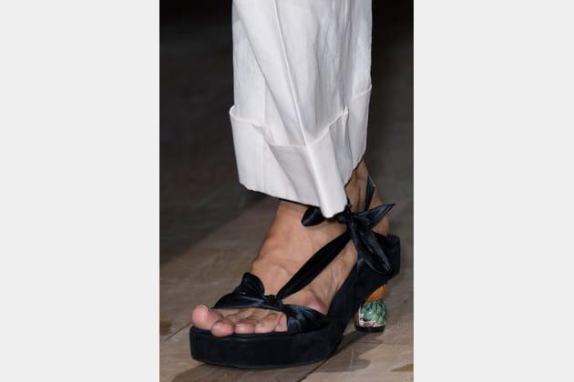 Les sandales à talons fantaisie du défilé Dries Van Noten
